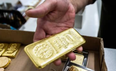 Gold climbs 1.5% on U.S. stimulus bets, dipping dollar