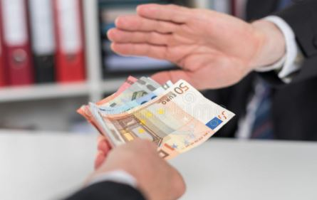 Banks in Germany Tell Customers to Take Deposits Elsewhere